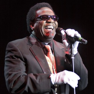 Al Green Performing at Manchester Evening News Arena