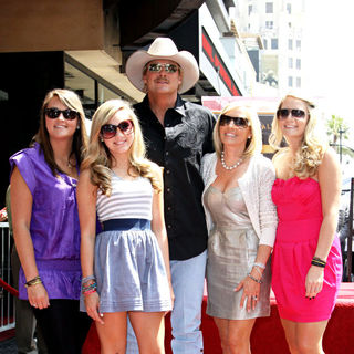 Alan Jackson, Denise Jackson in Alan Jackson is honoured with the 2405th star on the Hollywood Walk of Fame