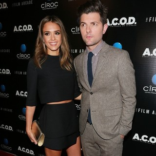 Jessica Alba, Adam Scott in A.C.O.D. Los Angeles Premiere