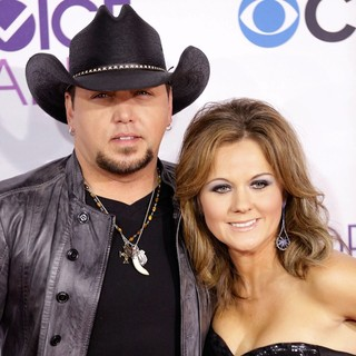 Jason Aldean, Jessica Williams (II) in People's Choice Awards 2013 - Red Carpet Arrivals
