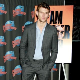 Alex Pettyfer to Promotes His Movie I Am Number Four with A Hand Impression Ceremony