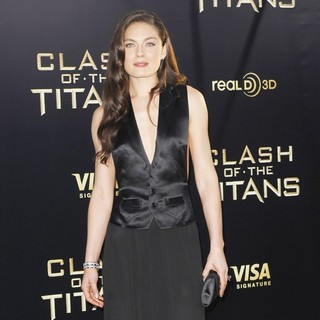 Alexa Davalos in The Los Angeles Premiere of Clash of the Titans