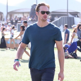 Alexander Skarsgard in The 2013 Coachella Valley Music and Arts Festival - Week 1 Day 3 - alexander-skarsgard-2013-coachella-valley-music-and-arts-festival-05