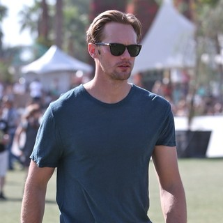 Alexander Skarsgard in The 2013 Coachella Valley Music and Arts Festival - Week 1 Day 3 - alexander-skarsgard-2013-coachella-valley-music-and-arts-festival-09