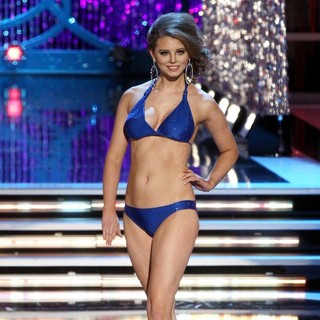 Alexis Wineman in 2013 Miss America Final Competition