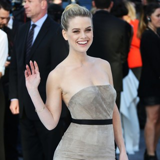 Alice Eve in U.K. Premiere of Star Trek Into Darkness - Arrivals