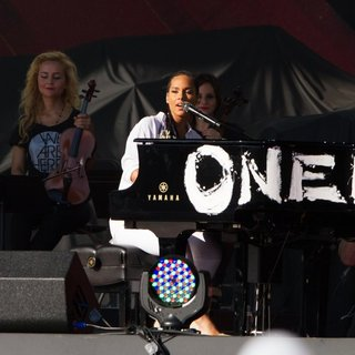 Alicia Keys in 3rd Annual Global Citizen Festival - alicia-keys-3rd-annual-global-citizen-festival-02