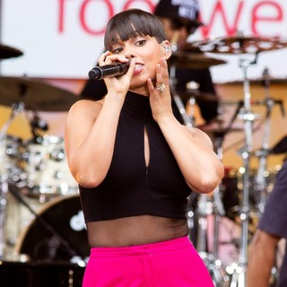 Alicia Keys in Alicia Keys Performs Live on Good Morning America's Summer Concert Series