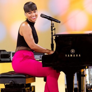 Alicia Keys - Alicia Keys Performs Live on Good Morning America's Summer Concert Series