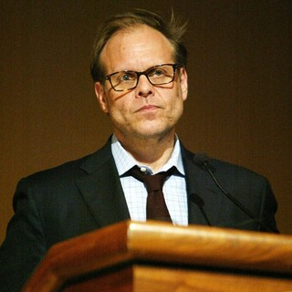Alton Brown in A Panel Discuss Sea Food Tasting