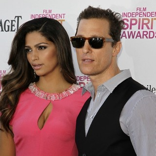 Camila Alves, Matthew McConaughey in 2013 Film Independent Spirit Awards - Arrivals