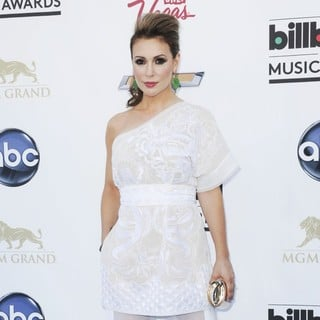 Alyssa Milano in 2013 Billboard Music Awards - Arrivals - alyssa-milano-2013-billboard-music-awards-03