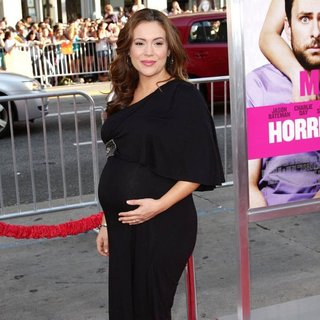 Alyssa Milano in The Los Angeles Premiere of Horrible Bosses - Arrivals