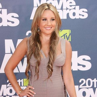 Amanda Bynes in 2011 MTV Movie Awards - Arrivals