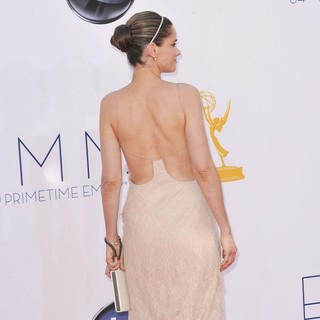 Amanda Peet in 64th Annual Primetime Emmy Awards - Arrivals