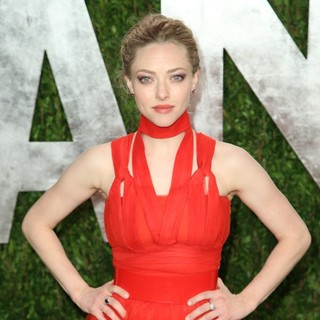 Amanda Seyfried in 2013 Vanity Fair Oscar Party - Arrivals