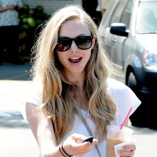 Amanda Seyfried in Amanda Seyfried Whilst Out for A Coffee