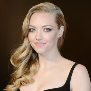 Amanda Seyfried in Les Miserables World Premiere - Arrivals - amanda-seyfried-uk-premiere-les-miserables-02
