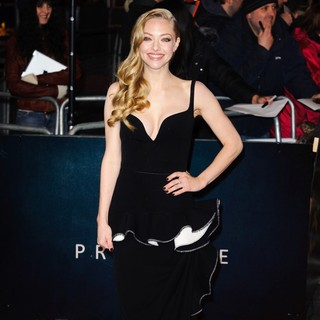 Amanda Seyfried in Les Miserables World Premiere - Arrivals