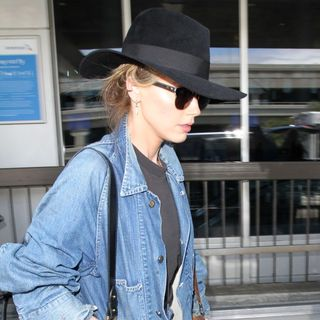 Amber Heard Arrives at Los Angeles International Airport