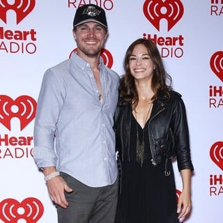 Stephen Amell, Kristin Kreuk in 2012 iHeartRadio Music Festival - Day 2 - Arrivals