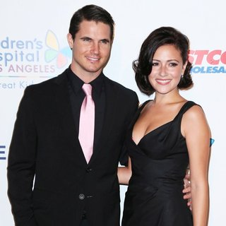 Robbie Amell, Italia Ricci in 2014 Children's Hospital Los Angeles' Gala: Noche De Ninos - Arrivals