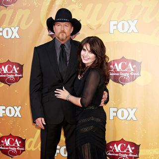 Trace Adkins in The 2010 American Country Awards - Arrivals