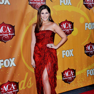 Hillary Scott, Lady Antebellum in The 2010 American Country Awards - Arrivals