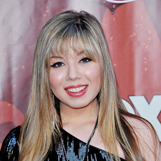 Jennette McCurdy in The 2010 American Country Awards - Arrivals