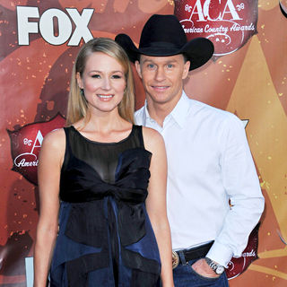 Jewel Kilcher, Ty Murray in The 2010 American Country Awards - Arrivals