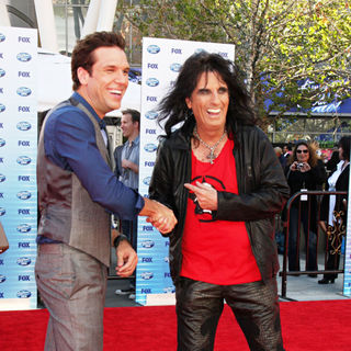 Dane Cook, Alice Cooper in The American Idol Season 9 Finale - Arrivals