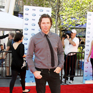 Michael Johns in The American Idol Season 9 Finale - Arrivals