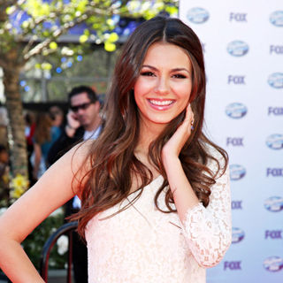 Victoria Justice in The American Idol Season 9 Finale - Arrivals