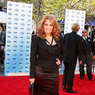 Raquel Welch in The American Idol Season 9 Finale - Arrivals