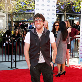 Elliott Yamin in The American Idol Season 9 Finale - Arrivals - american_idol_finale_77_wenn2864314