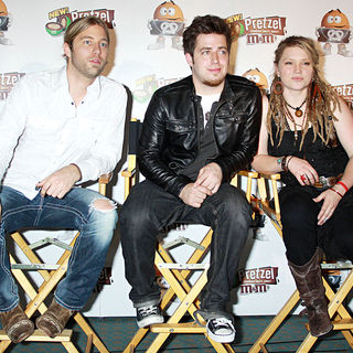 Casey James, Lee DeWyze, Crystal Bowersox in A Press Conference After a Short Performance for The Launch of The 'American Idol - Live Tour 2010'