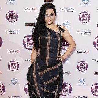 Amy Lee, Evanescence in The MTV Europe Music Awards 2011 (EMAs) - Arrivals