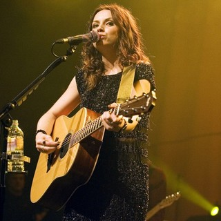 Amy Macdonald in Amy MacDonald Performs Live - amy-macdonald-performs-live-08