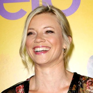 Amy Smart in World Premiere of The Help - amy-smart-premiere-the-help-01