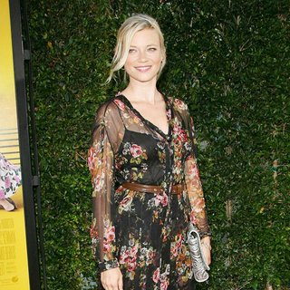 Amy Smart in World Premiere of The Help - amy-smart-premiere-the-help-03