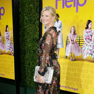 Amy Smart in World Premiere of The Help - amy-smart-premiere-the-help-04