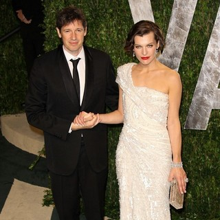 Paul W.S. Anderson, Milla Jovovich in 2012 Vanity Fair Oscar Party - Arrivals