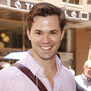 Andrew Rannells in The Broadway Musical Production of The Book of Mormon Treats Their Fans with A Free Performance - andrew-rannells-the-book-of-mormon-01