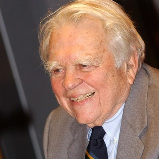 Andy Rooney in Andy Rooney Promoting His Book Out of My Mind