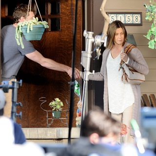 Sam Worthington, Jennifer Aniston in On The Set of Movie Cake