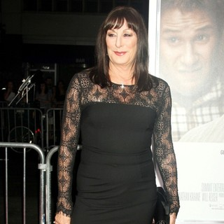 Anjelica Huston in 50/50 New York Premiere - Arrivals - anjelica-huston-premiere-50-50-02