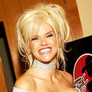 Anna Nicole Smith in Anna Nicole Smith Unveiling Her Permanent Memorabilia Exhibit with The Magic Marketplace Show