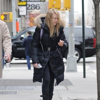AnnaSophia Robb in AnnaSophia Robb Makes Her Way to The Film Set of The Carrie Diaries