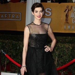 Anne Hathaway in 19th Annual Screen Actors Guild Awards - Arrivals