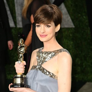 Anne Hathaway in 2013 Vanity Fair Oscar Party - Arrivals